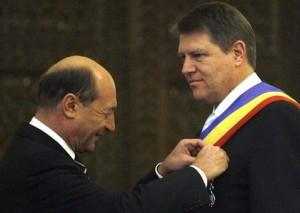 """Băsescu îl """"înțeapă"""" pe Iohannis: """"România a «ratat» Consiliul European"""""""