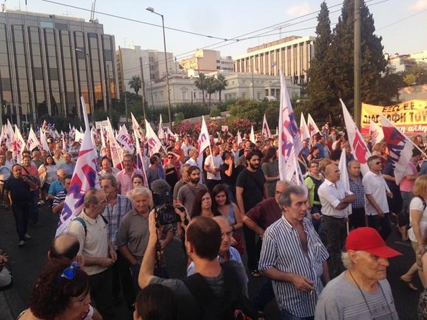 anti - REPORTER VIRTUAL -un text magistral :Tsipras, anti-eroul fără scrupule. E mult prea devreme pentru utopia comunistă Athens_protests3