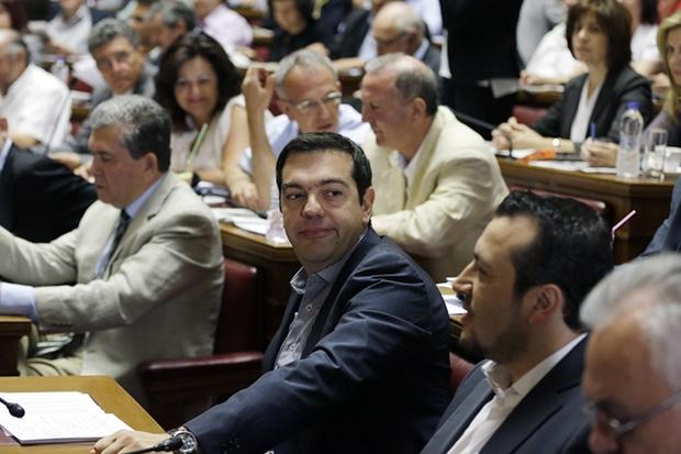 anti - REPORTER VIRTUAL -un text magistral :Tsipras, anti-eroul fără scrupule. E mult prea devreme pentru utopia comunistă Athens_protests4