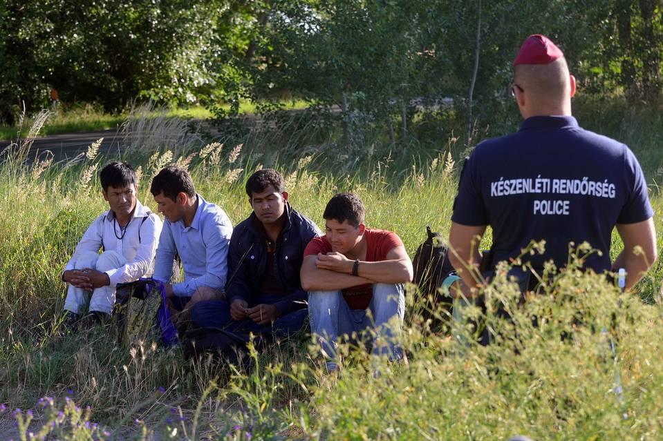 Ghinion. Mii de transfugi au intrat în Ungaria înainte de terminarea gardului anti-imigranţi